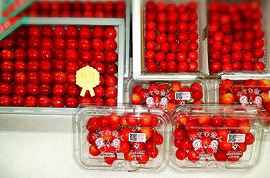 ルビー色の宝石のような果実。